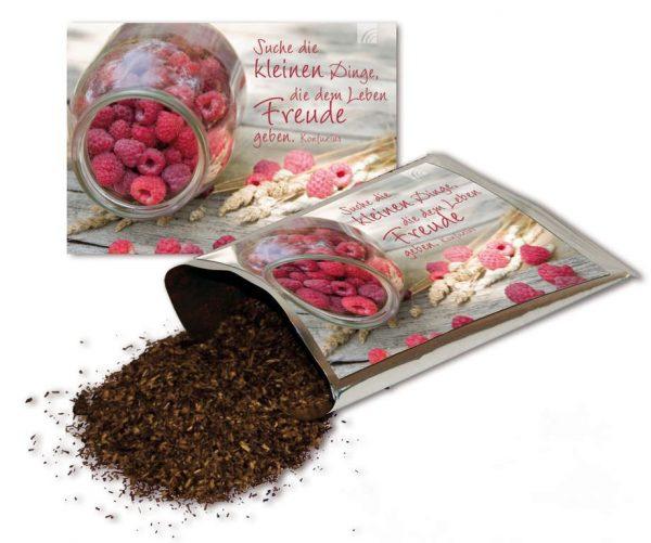 Teekarte Suche die kleinen Dinge - Jede Tee-Postkarte ist gefüllt mit 20 Gramm erstklassigem Rooibostee der Sorte Holunder-Vitamin-Genuss.