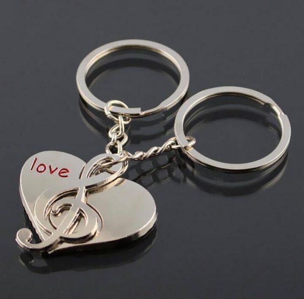 Schlüsselanhänger Herz mit Notenschlüssel - Partner Schlüsselanhänger ideales Geschenk für Liebe, Verlobung, Hochzeit & Valentinstag. Kleiner Liebesbeweis