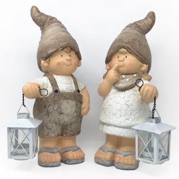 Deko Kinder mit Zipfelmütze & weißer Laterne, Deko Figuren sandfarben aus Blech für Teelichter - geeignet für echte Teelichter oder LED-Teelichter.