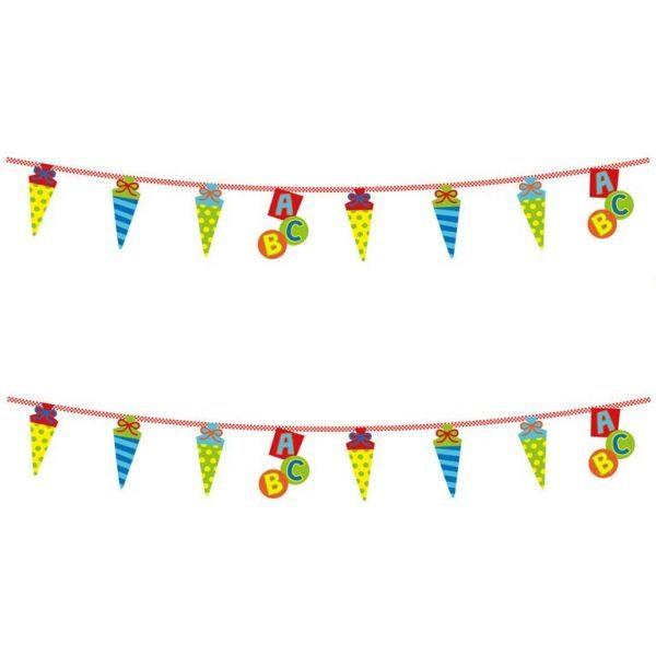 Girlande Schulanfang ABC Wimpelkette Einschulung. Deko aus verschiedenfarbigen Zuckertüten & ABC Elementen an einem Band aus Kunststoff aufgefädelt.